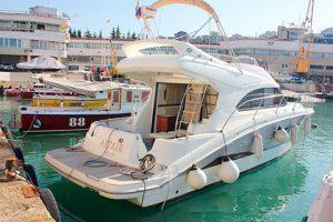 Аренда моторной яхты Beneteau Antares 42 в Сочи