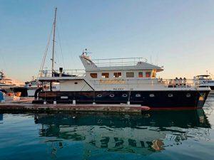Аренда моторной яхты Linssen Kasatka в Сочи
