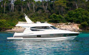 Яхта Prestige 50 в Сочи