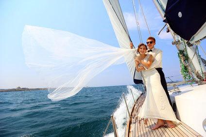 Организация свадебного яхтенного кортежа в Сочи