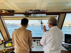 Экипаж на моторной яхте
